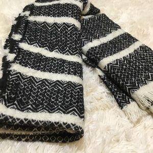 Black & Cream travel wrap scarf shawl